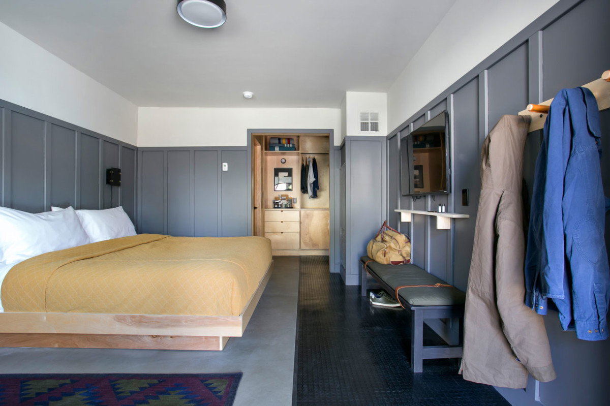 1_room_0000_thecoachman-king-suite-2